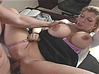 Vidéo porno Sarah Jay Milf sexy à la grosse poitrine